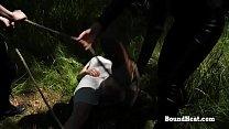 Блондинка раздевается в лесу видео
