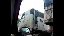 na estrada mostrando grelao video