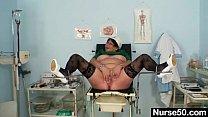 Mature BBW wife is fingering her fat pussy Vorschaubild