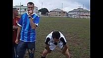 9011 Rodinha de jogadores pegando no pau durante treino. preview