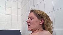 Dicker Schwanz anal eingeführt  sie geht voll a...