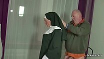 German MILF Nun Fuck With Stranger Old Man Vorschaubild