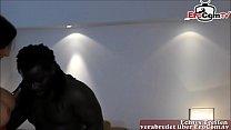 Deutsche Hausfrau vom Schwarzen Callboy gefickt mit riesenschwanz Vorschaubild