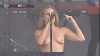 Tove Lo Lollapa looza in Chicago 2017 08 06 up o 2017 08 06 uploaded by celebec