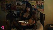 Elvira Masterbates