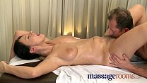 Massage Rooms Mature woman with hairy pussy given orgasm صورة