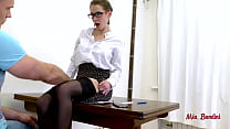 HOT TEACHER SEDUCES HER STUDENT FUCKING HER ASS...