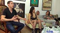 Alicia chaude brésilienne et la petite Camille rencontre explosive [Full Video]