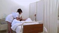 Infirmière salope se fait enculer par ses deux patients. Preview