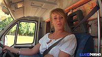 Cecilia baise deux fans dans son camping-car [F... thumb
