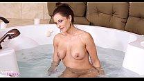 New Mandy Flores Caught Peeping on MILF HD Taboo Vorschaubild