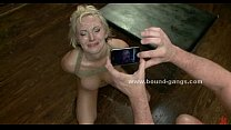 Blonde forced to fuck bar mates in deep rough mouth fuck and group anal sex Vorschaubild