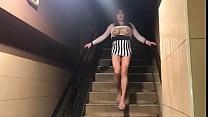 seins nus dans l escalier du ciné X