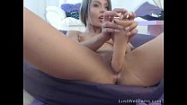 Petite babe toys her shaved pussy on cam