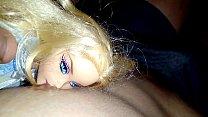 2 deliciosas muñecas jugando con mis pezones