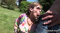 Unfaithful english milf lady sonia pops out her massive titties Vorschaubild