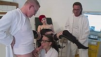 Beim Frauenarzt geil gefickt - German HD Vorschaubild