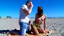 Perfect babe fuck on public beach without any problem with stranger Vorschaubild