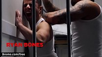 Hot inmates get to fucking while stuck in prison - BROMO
