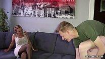 11027 Stief-Sohn mit dem Riesen Pimmel fickt geile Mutti preview