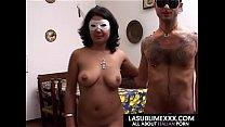Troia con il volto coperto si fa scopare sul tavolo della cucina pornhub video