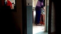 Mẹ vợ lên thăm, tranh thủ lúc ngủ vào nhà bếp phang vợ