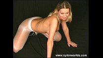 Busty babe in nylons spreading Vorschaubild
