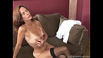 Free download video bokep Slim old spunker in sexy stockings is feeling h...