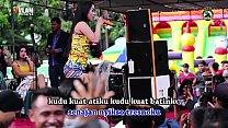navneet kaur sex   two pretty singer wild dance on stage surrounded by a lot of men thumbnail