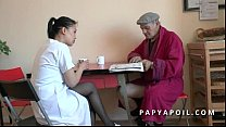 Papy se tape sa jeune infirmiere asiat apres la... thumb
