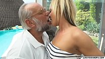 Helping grandpa - Download mp4 XXX porn videos