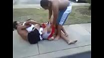safadinhos.net -  Tirando a roupa do amigo na rua