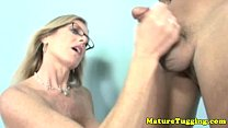 Big breasted granny spoiling dick Vorschaubild