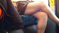 Hermosas piernas en transmetro perra se soba el...