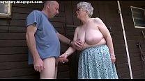 Abuela hace una rica mamada