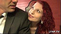 Image: Belle MILF rousse baisée dans la salle de billard