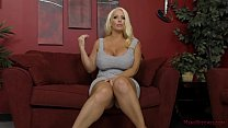 Blde Bombshell Alura Jens Uses Her Persal Assistant As Her Slave - 9Club.Top
