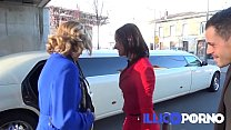Emma baise en limousine ! FULL video - Illico p... thumb