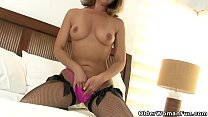 American milf Niki needs to take care of her tingling pussy preview image