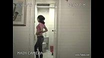 Captura por una camara de seguridad en el baño pornhub video
