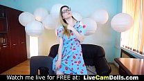 Hot nerdy beauty teasing and dancing live on cam
