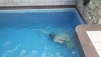 Esposa curtindo piscina e sexo com Liu Gang (produção by Mundo Corno)
