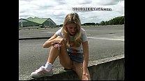 blonde teen uspkirt with no panties Vorschaubild