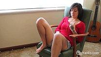MILF Liandra Fingering her Hairy Cunt thumbnail