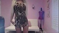 Порно брюнетка в обтягивающем черном платье