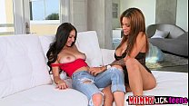 Gorgeous horny Jamie fucks Crystals pussy with ...