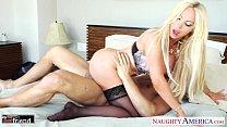 Busty blonde Nikki Benz take cock Vorschaubild
