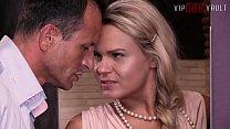 VIP SEX VAULT - Czech MILF Barra Brass Has Hot Sex With Real Estate Agent thumbnail