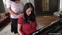 Milena Velba stops Steffi's awful piano playing