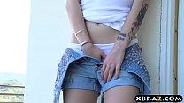 Peeping tomboy teen wants that huge dick inside of her Vorschaubild